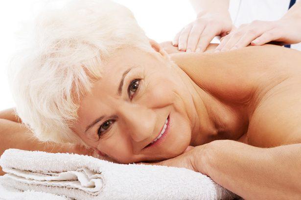 Все чаще клиентами косметических салонов становятся женщины за пятьдесят.
