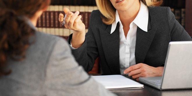Сколько зарабатывает адвокат