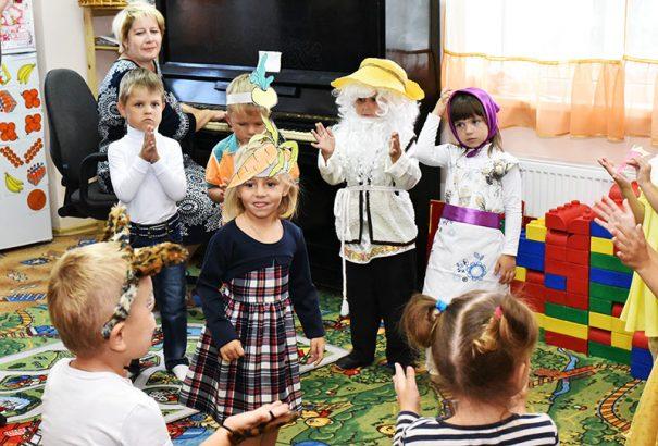 Кроме воспитателей и нянечек в штате детских садов есть музыкальные работники.