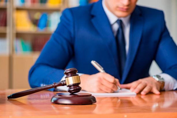 Профессия адвоката не теряет своей привлекательности