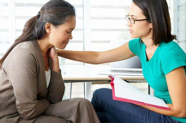 В стрессовых и тяжелых ситуациях помощь профессионального психолога неоценима.