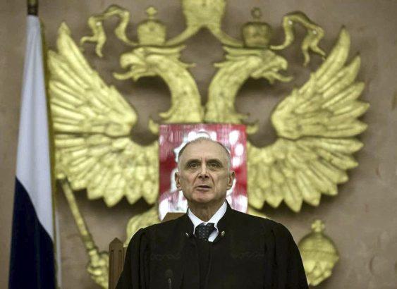 Опытный судья не может быть молодым