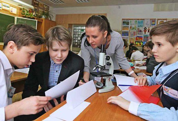 Сколько получают учителя в России?