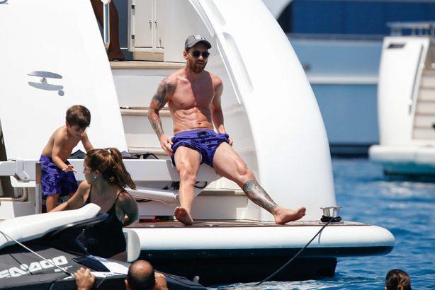 Месси с семьей на своей яхте