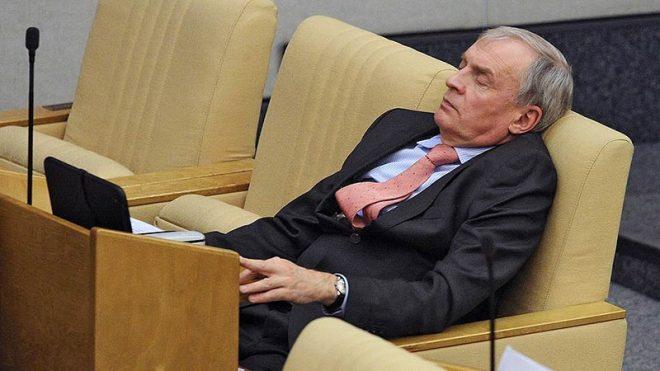 Депутат спит – служба идет...