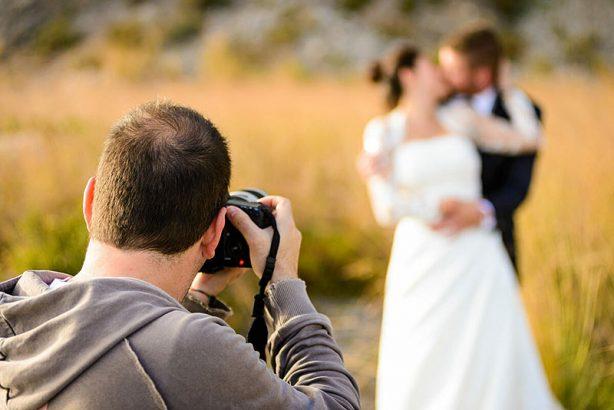 Свадебная фотография – трудное, но прибыльное занятие.