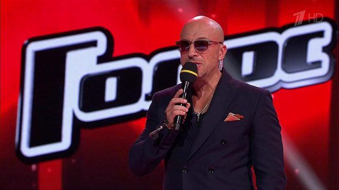 Ведущий главного вокального шоу страны