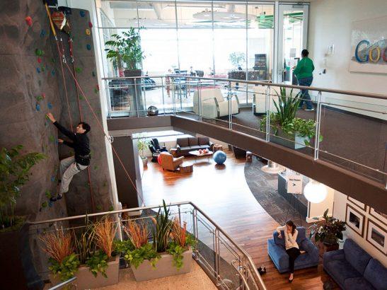 Скалодром в штаб-квартире компании Гугл
